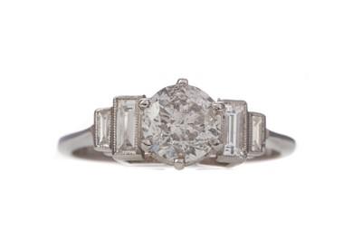 Lot 1423 - A DIAMOND DRESS RING