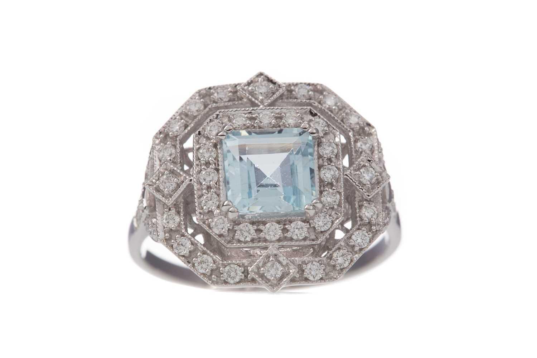 Lot 1440 - AN AQUAMARINE AND DIAMOND RING