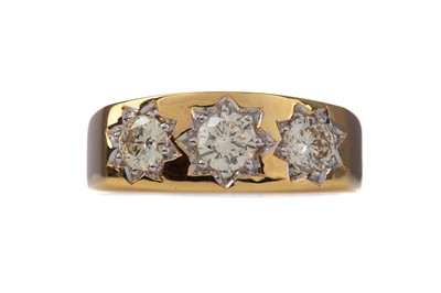 Lot 1443 - A DIAMOND THREE STONE RING
