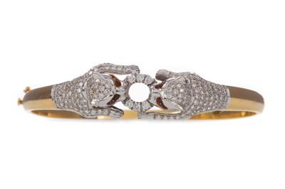 Lot 1455 - A DIAMOND SET PANTHER BANGLE