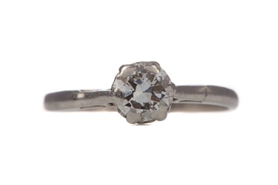 Lot 1548 - A DIAMOND SOLITAIRE RING