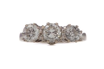 Lot 1549 - A DIAMOND THREE STONE RING
