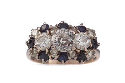 Lot 1551 - A SAPPHIRE AND DIAMOND CLUSTER RING