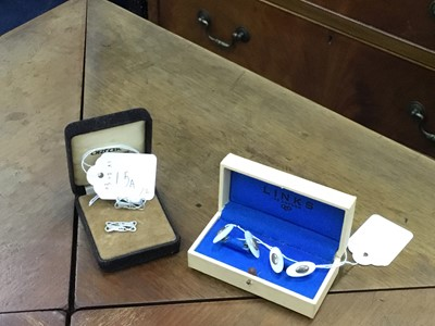 Lot 15A - A PAIR OF LINKS OF LONDON SILVER AND MOTHER OF PEARL CUFFLINKS ALONG WITH ANOTHER PAIR OF CUFFLINKS