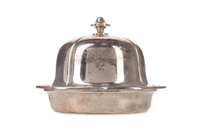 Lot 509 - A GEORGE V SILVER MUFFIN DISH AND COVER