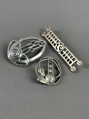 Lot 7 - A COLLECTION OF SILVER BROOCHES AND PENDANTS