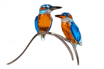 Lot 1113 - A SWAROVSKI CRYSTAL PARADISE BIRD SCULPTURE - 'KINGFISHER COUPLE'