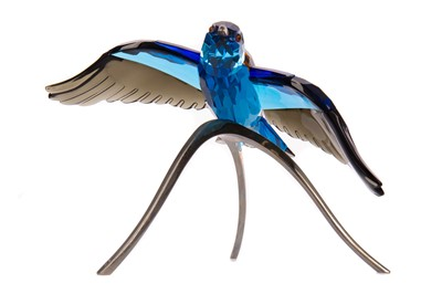 Lot 1114 - A SWAROVSKI CRYSTAL PARADISE BIRD SCULPTURE - 'ROLLER BIRD'