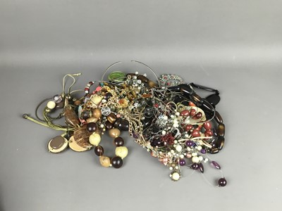 Lot 50 - A LARGE COLLECTION OF COSTUME JEWELLERY