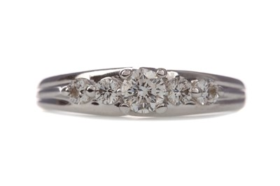 Lot 1465 - A DIAMOND FIVE STONE RING