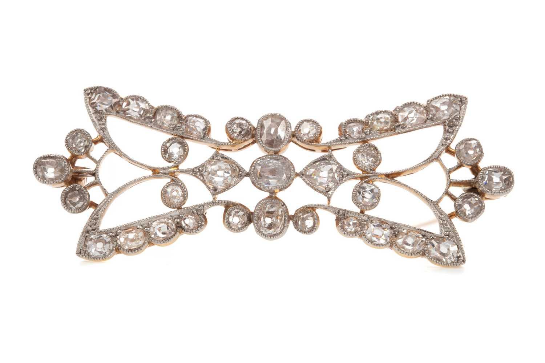 Lot 1473 - A DIAMOND PLAQUE BROOCH