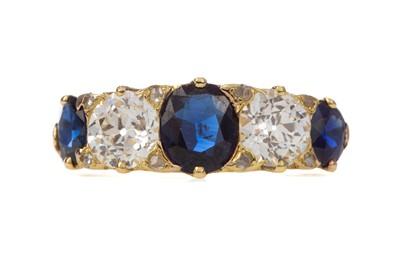 Lot 1475 - SAPPHIRE AND DIAMOND RING