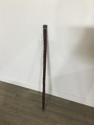 Lot 30 - A CARVED WOOD WALKING STICK/FLASK