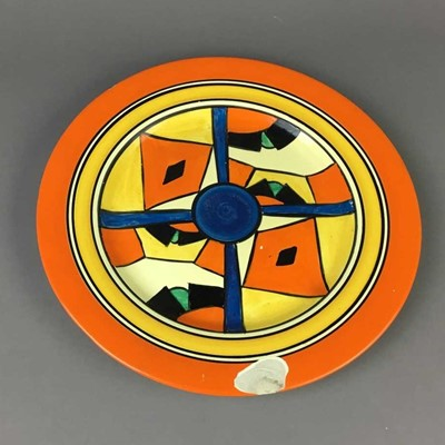Lot 20 - AN EARLY 20TH CENTURY CLARICE CLIFF BIZARRE CIRCULAR PLATE