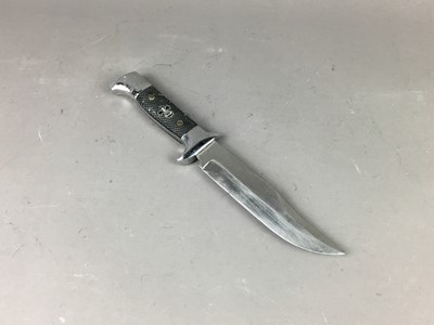 Lot 74 - A MID 20TH CENTURY HUNTING KNIFE