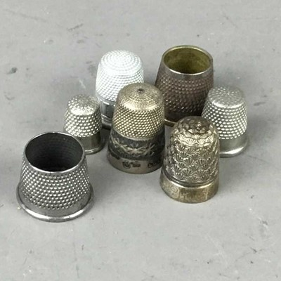 Lot 77 - A CHARLES HORNER SILVER THIMBLE ALONG WITH OTHER THIMBLES