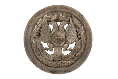 Lot 841 - MILITARY INTEREST - AN EARLY 20TH CENTURY WHITE METAL PLAID BROOCH