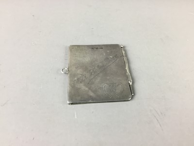 Lot 35 - AN EARLY 20TH CENTURY SILVER AIDE MEMOIRE