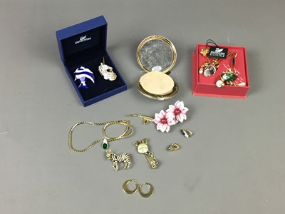 Lot 85 - A COLLECTION OF COSTUME JEWELLERY