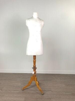 Lot A DRESS MANNEQUIN