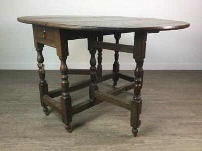 Lot AN 18TH CENTURY OAK DROP LEAF OVAL DINING TABLE