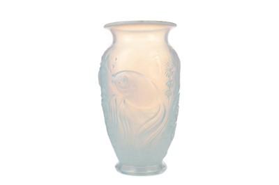 Lot 1122 - AN OPALSCENT GLASS VASE