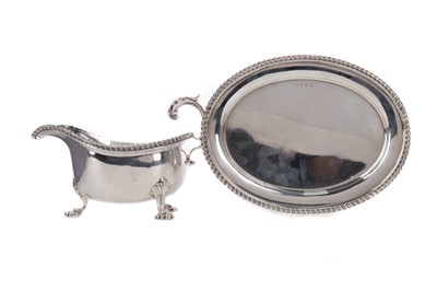 Lot 569 - A GEORGE V SILVER SAUCE BOAT ON STAND