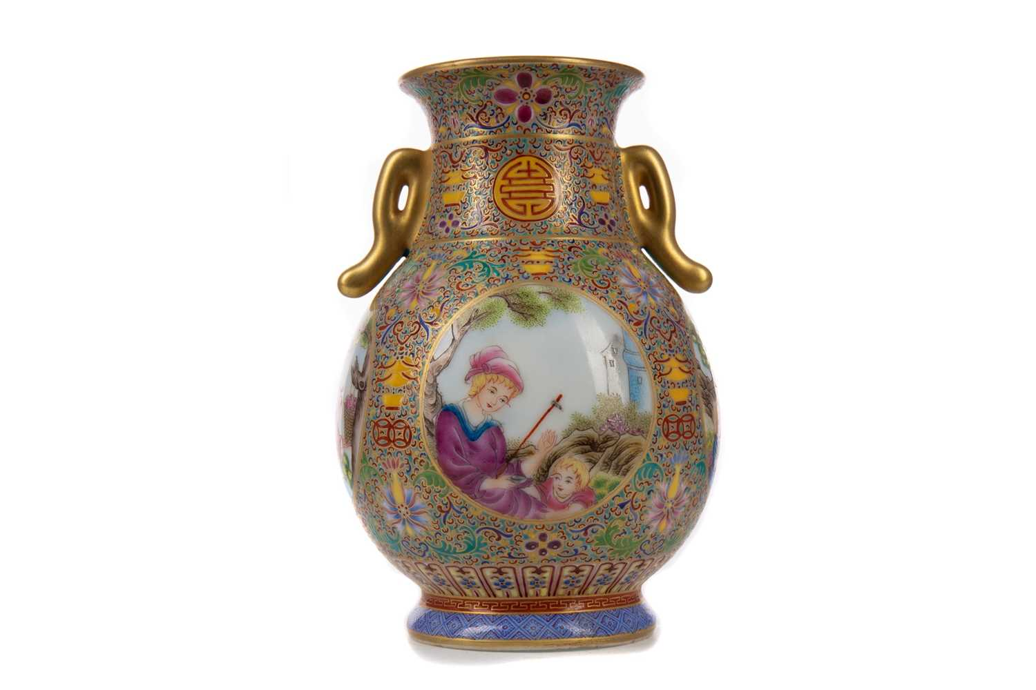 Lot 1687 - A CHINESE FAMILLE ROSE VASE