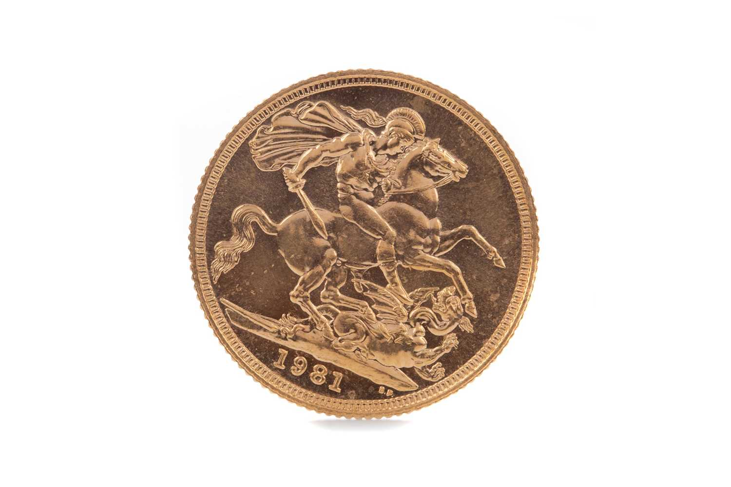 Lot 34 - AN ELIZABETH II GOLD SOVEREIGN DATED 1981
