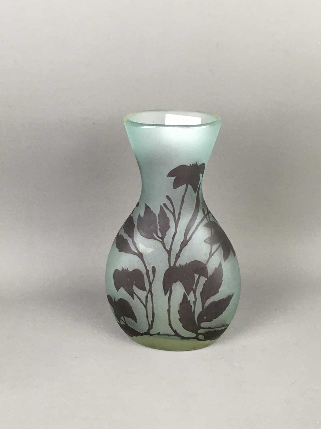 Lot 491 - A CAMEO GLASS VASE