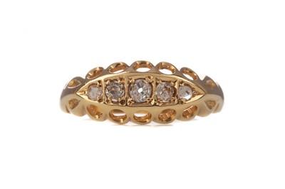 Lot 351 - A DIAMOND FIVE STONE RING