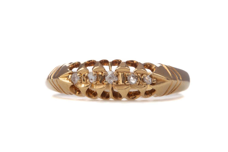 Lot 356 - A DIAMOND FIVE STONE RING