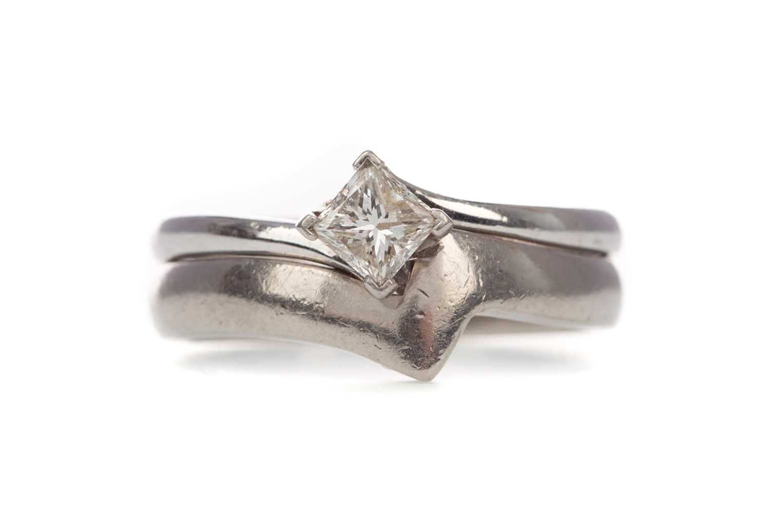 Lot 346 - A DIAMOND SOLITAIRE RING AND SHAPE TO FIT WEDDING BAND
