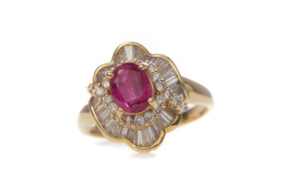 Lot 361 - A RUBY AND DIAMOND RING