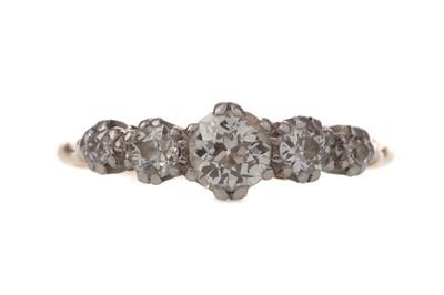 Lot 312 - A DIAMOND FIVE STONE RING
