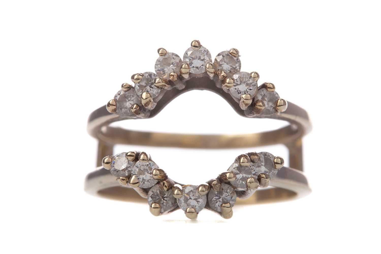 Lot 313 - A DIAMOND JACKET RING