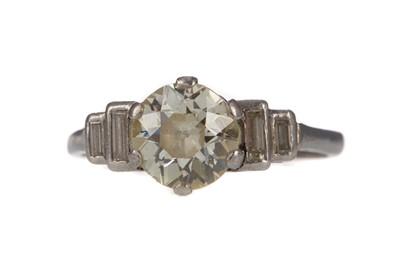 Lot 314 - A DIAMOND RING