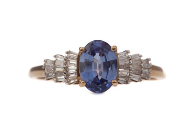 Lot 450 - A SAPPHIRE AND DIAMOND RING