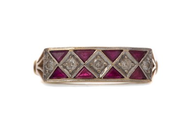 Lot 383 - A RUBY AND DIAMOND RING