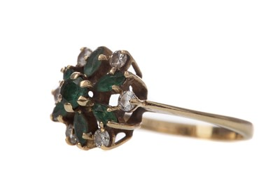 Lot 395 - AN EMERALD AND DIAMOND RING