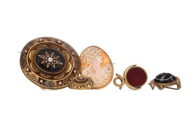 Lot 417 - MOURNING BROOCH, THREE OTHERS AND A SPINNER PENDANT