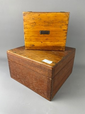 Lot 2 - A FRENCH 'MOUCHOIRS' BOX, AND ANOTHER BOX