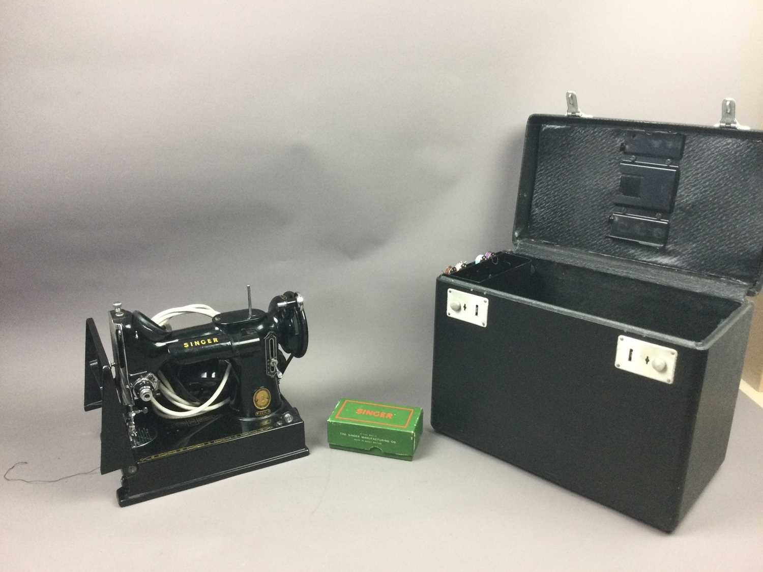 Lot 4 - A SINGER 221K SEWING MACHINE AND A SEWING BOX
