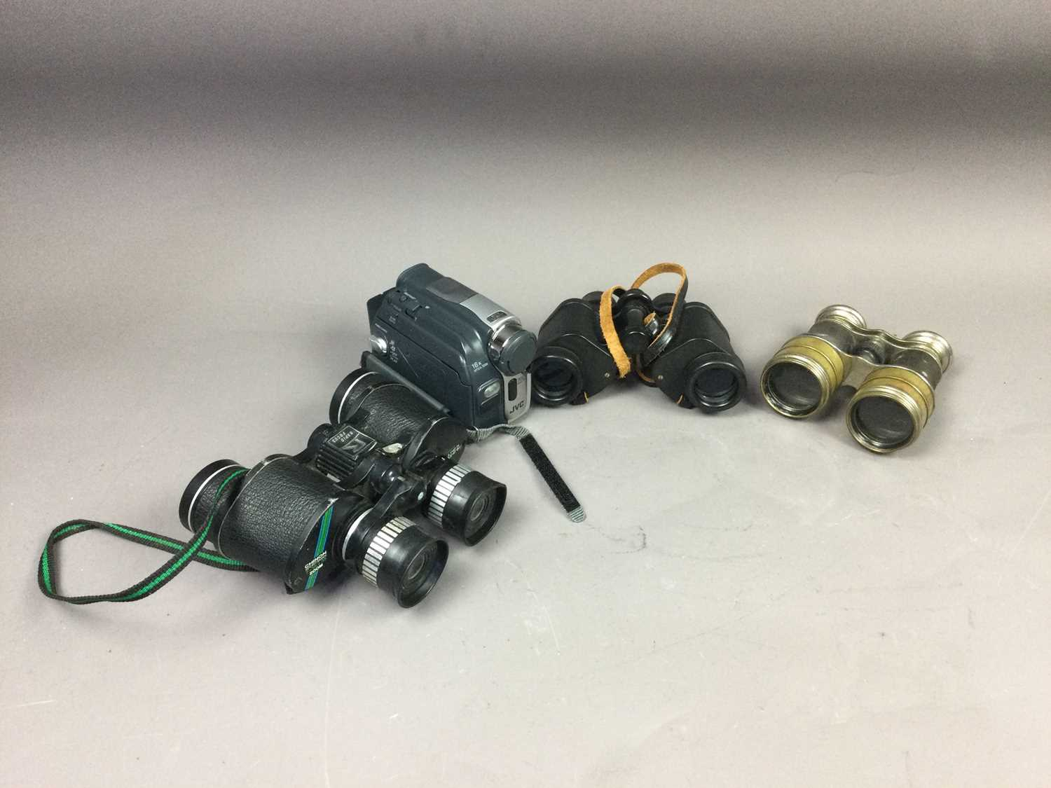 Lot 72 - A COLLECTION OF BINOCULARS