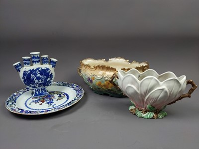 Lot 161 - A VICTORIAN BOAT SHAPED COMPORT ALONG WITH OTHER CERAMICS