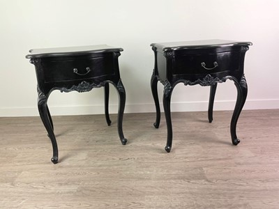 Lot 40 - A COMMODE CHEST AND PAIR OF BEDSIDE TABLES BY COACH HOUSE FURNITURE