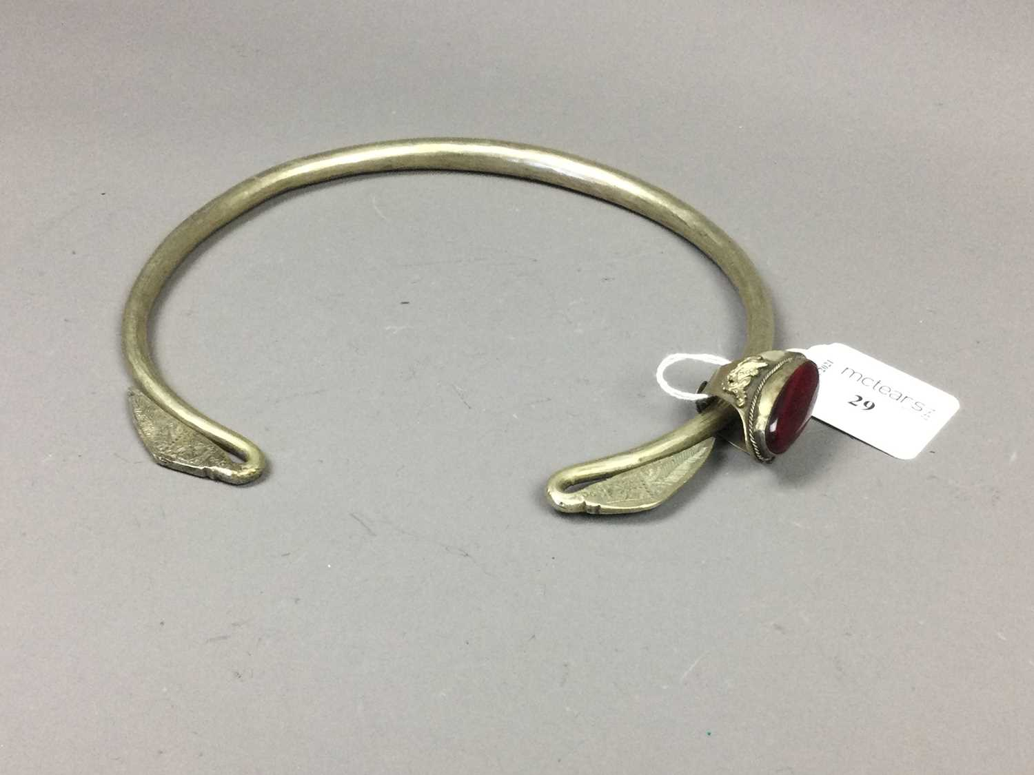 Lot 29 - A CHINESE TORQUE NECKLACE AND A CHINESE RING