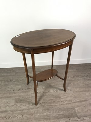 Lot 132 - AN EDWARDIAN MAHOGANY OVAL OCCASIONAL TABLE