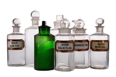 Lot 1148 - THIRTY-THREE LATE 19TH / EARLY 20TH CENTURY PHARMACEUTICAL BOTTLES