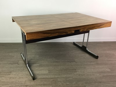 Lot 1360 - A MID-20TH DESIGN CENTURY ROSEWOOD EFFECT EXTENDING DINING TABLE